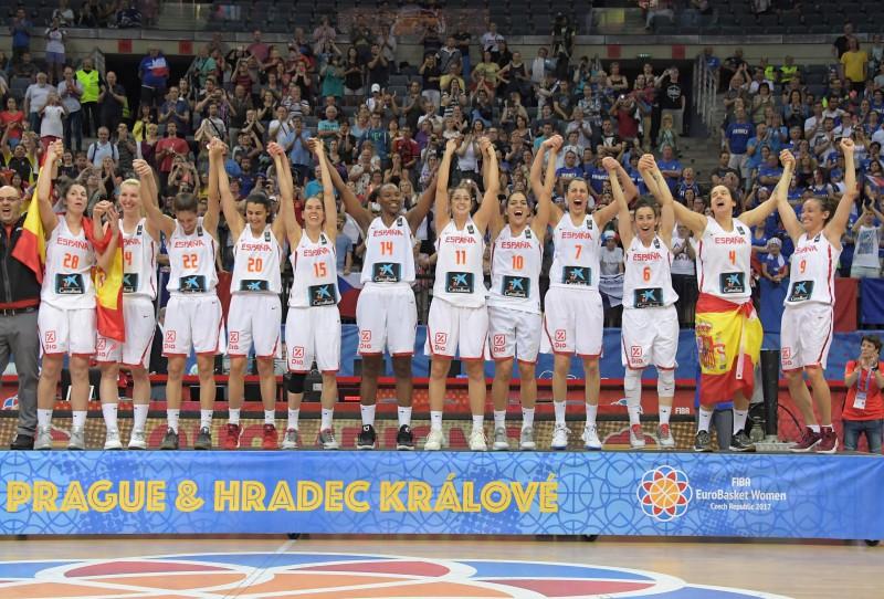 Spānija arī ar trešo reizi finālā uzveic Franciju, triumfējot Eiropas čempionātā