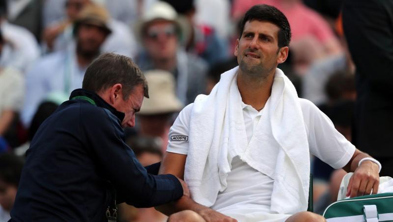 Džokovičs izstājas savainojuma dēļ, Federers revanšējas Raoničam