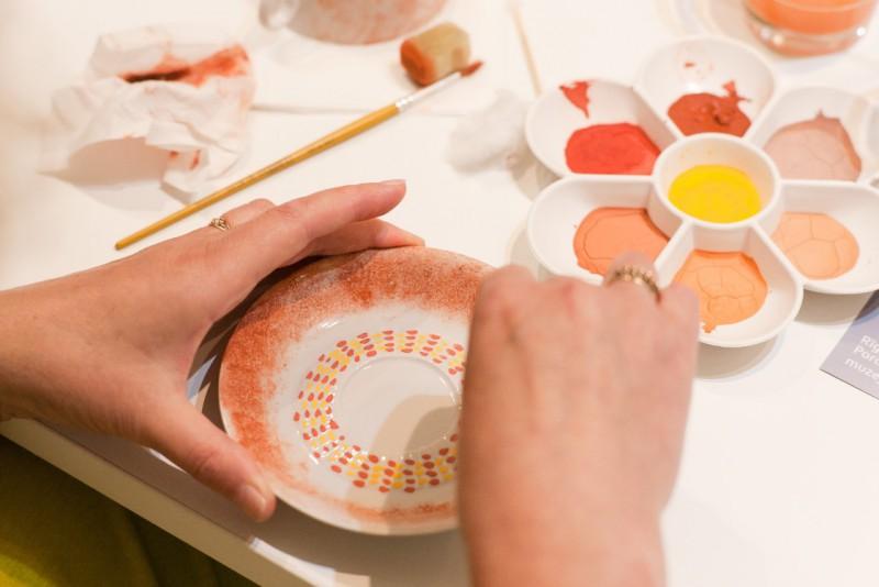 Rīgas Porcelāna muzeja radošo darbnīcu piedāvājums vasarā