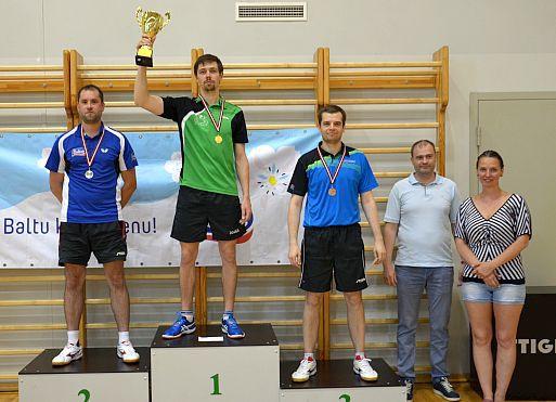 Reinholds un Majorova uzvar vēsturē pirmajā Latvijas TOP10 turnīrā galda tenisā
