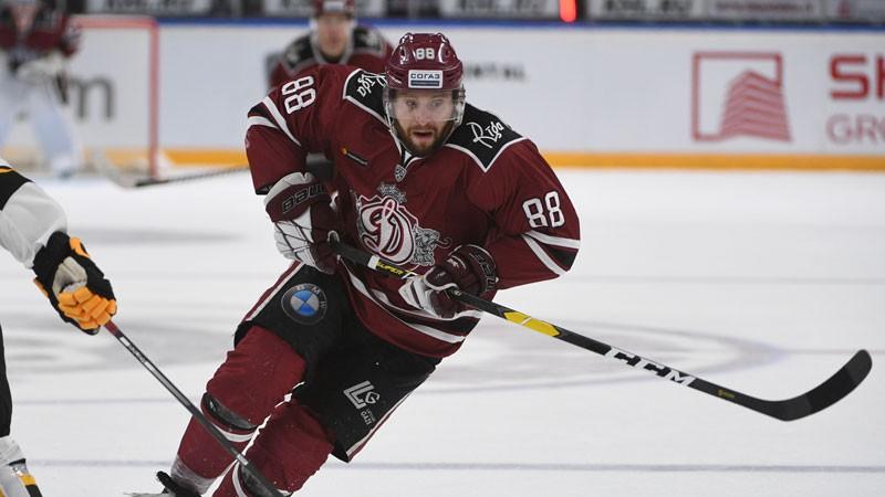 """Kanādiešu uzbrucējs Makmilens turpinās spēlēt Rīgas """"Dinamo"""""""