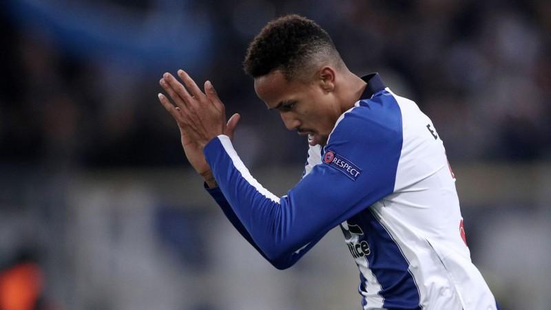 """Madrides """"Real"""" par 50 miljoniem nopērk """"Porto"""" talantīgo aizsargu Militau"""