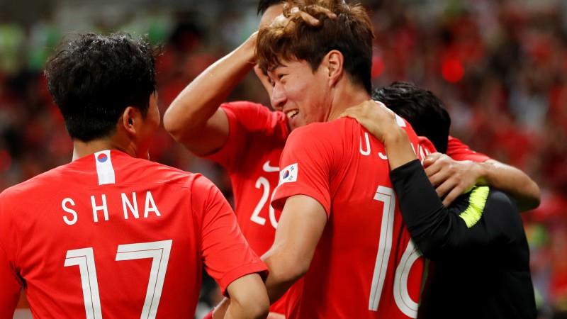 Dienvidkoreja apspēlē Austrāliju, slovāki otrajā puslaikā iesit piecus Jordānijai