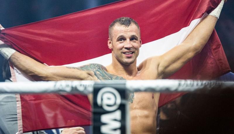 """Latvijas boksa tiesnesis: """"Viss varēja būt citādi, ja Glovackis neturpinātu cīņu"""""""