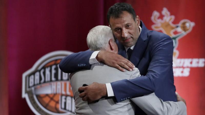 Serbu leģenda Divacs iekļauts Basketbola Slavas zālē