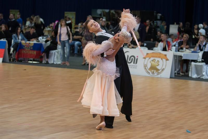 Latvijas jauniešu pāris uzreiz aiz fināla Eiropas čempionātā 10 dejās