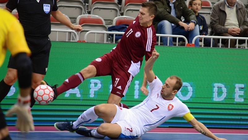 Telpu futbola izlase cieš sagrāvi pret Čehiju un atvadās no cerībām tikt Pasaules kausā