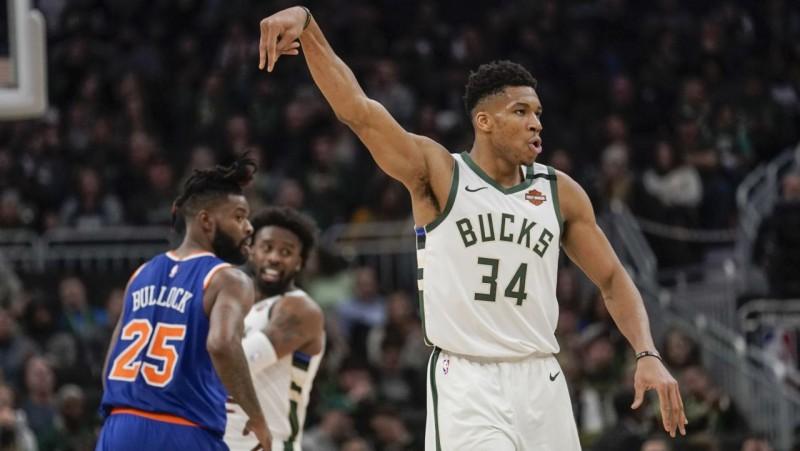 """NBA komandas turpina aizvērt treniņzāles: saslimšanas gadījumi arī """"Bucks"""" un """"Kings"""""""
