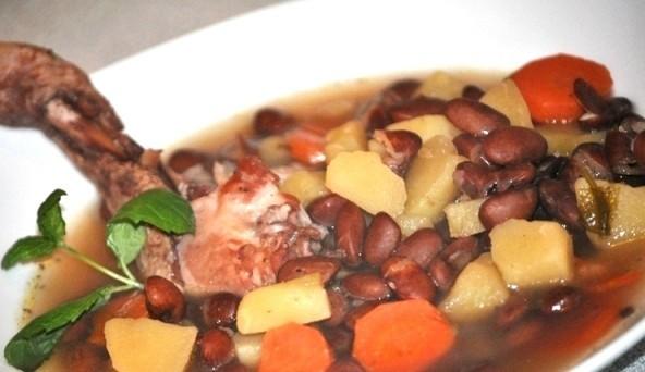 Pupiņu zupa ar vistu