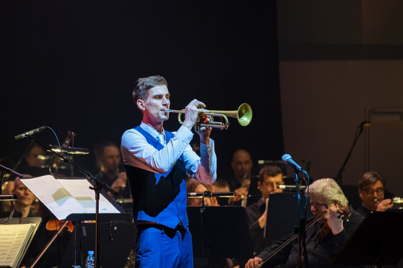 Koncertintervijās aicina iepazīt Liepājas Simfoniskā orķestra mūziķus