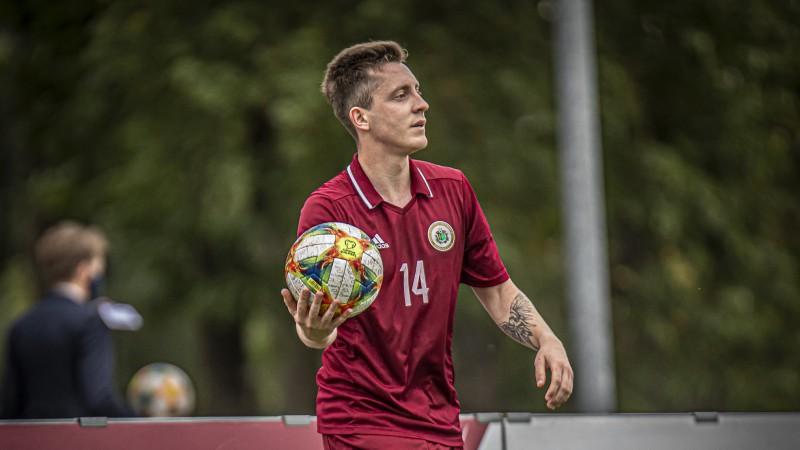 Latvijas U-21 futbola izlases mača tiesnešu brigādei konstatē Covid-19