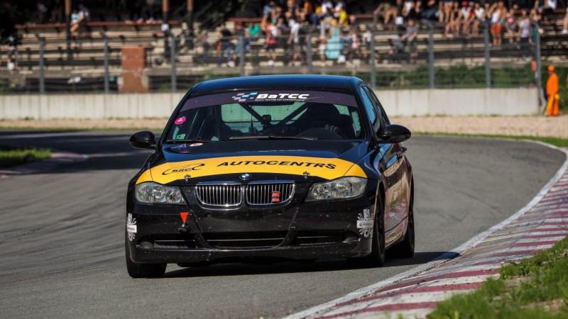 Baltijas autošosejas čempionātā šogad ātrākais Matīss Mežaks