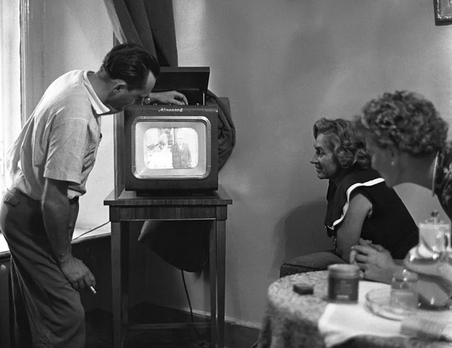 Ventspils muzeja jaunieguvums – trīs vienā – radio, TV un atskaņotājs