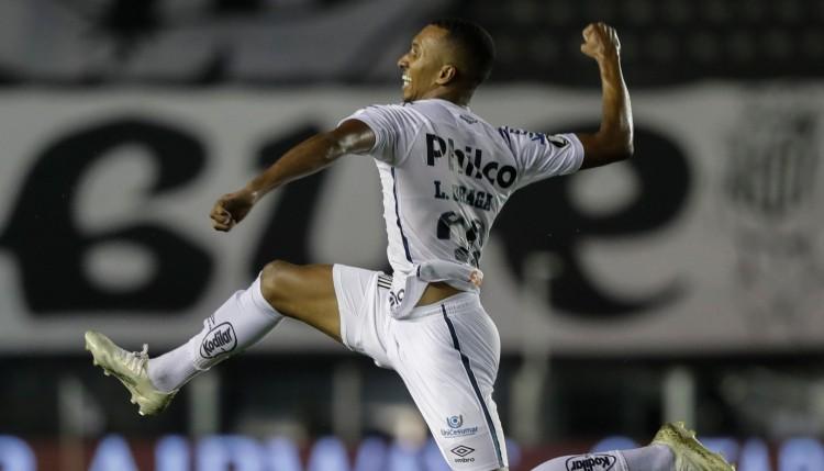 """""""Santos"""" sakauj """"Boca Juniors"""", """"Copa Libertadores"""" būs Brazīlijas klubu fināls"""