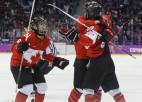 Kanādai laimīga izglābšanās un ceturtais zelts pēc kārtas