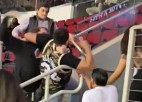 """Video: Kuruca """"Rockets"""" mačā izceļas kautiņš starp skatītājiem"""