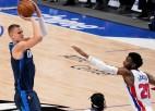 """Porzinģis atgriežas, taču atkal gūst traumu, """"Mavericks"""" bez Dončiča uzvar """"Pistons"""""""
