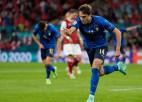 Uz maiņu nākušie Kjēza un Pesina papildlaikā Itālijai atnes grūtu uzvaru 1/8 finālā