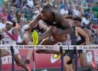 Holovejam pietrūkst vienas sekundes simtdaļas līdz pasaules rekordam 110m/b