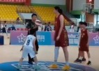Video: 226 centimetrus gara jaunā basketboliste izraisa ažiotāžu