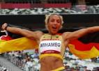 Vāciete Mihambo pēdējā lēcienā <i>izrauj</i> zeltu no leģendārās Rīsas rokām