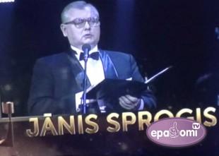 Video: Jānis Sproģis saņem balvu par mūža ieguldījumu Latvijas mūzikas attīstībā