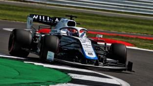 Sods atņem Albonam pirmo vietu virtuālajā F1 posmā, uzvaru svin Rasels
