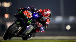 """Kvartararo aizraujošā cīņā apdzen debitantu Martinu un uzvar """"MotoGP"""" posmā"""
