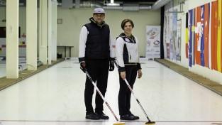 Latvijas kērlinga duets iekļūst olimpisko spēļu kvalifikācijas turnīrā