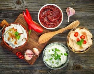 Četras neierastas un viegli pagatavojamas mērces gaļas ēdieniem