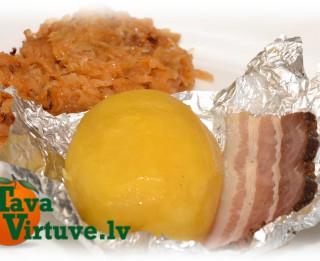 Fotorecepte: Folijā cepti kartupelīši ar kūpinātu gaļu