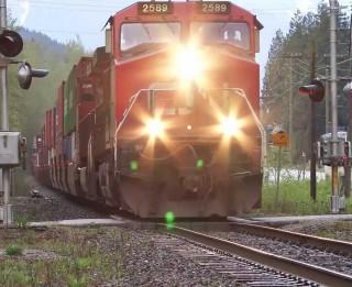 Padomi pieaugušajiem sarunai ar bērnu par drošību uz dzelzceļa