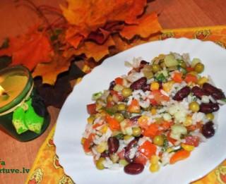 Salāti rudenīgu kļavu lapu krāsā