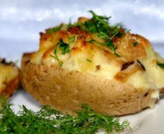 Kartupeļu laiviņas ar gailenēm