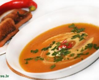 Ķirbju biezzupa ar dārzeņiem un ingveru