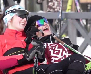 Video: Latvijas skolu Ziemas Olimpiskais festivāls pulcē 1400 skolēnu no visas Latvijas