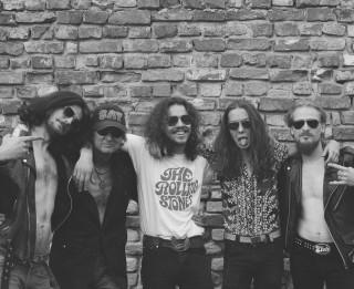 """Video: """"Līvu"""" Šterns pēc 35 gadiem atgriežas ar rokgrupu I N D E"""