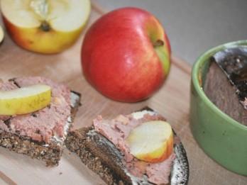 Vistas aknu pastēte ar āboliem