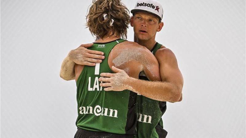 Aleksandrs Samoilovs un Jānis Šmēdiņš. Foto: FIVB