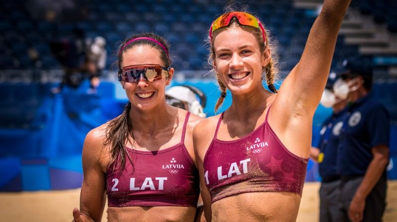 Anastasija Kravčenoka un Tīna Graudiņa. Foto: volleyballworld.com