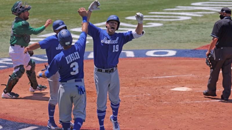 Izraēlas izlases beisbolistu prieki. Foto: Kazuhiro Fujihara/AFP/Scanpix
