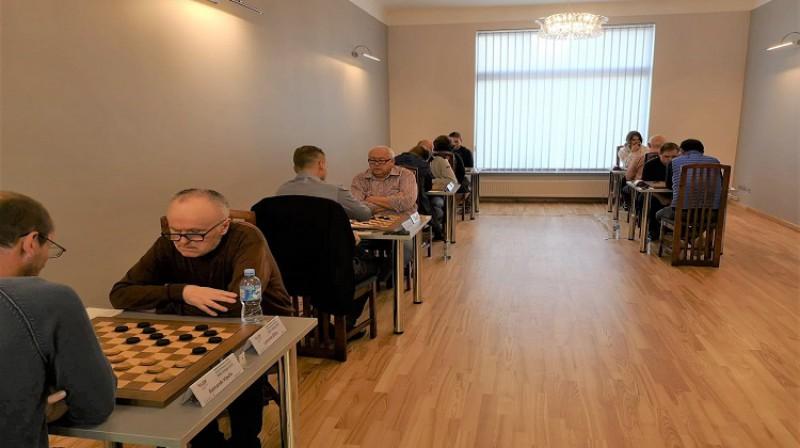 Latvijas čempionāts 100 lauciņu dambretē vīriešiem 2021. Foto: Latvijas dambretes federācija.