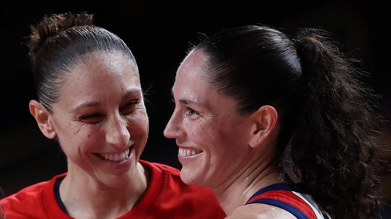 Daiana Taurasi un Sjū Bērda: pieckārtējas olimpiskās čempiones. Foto: AFP/Scanpix