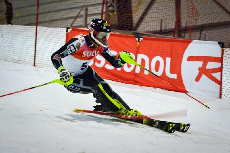 Kalnu slēpotājs Kristaps Zvejnieks piektajā desmitā Eiropas kausa sacensībās