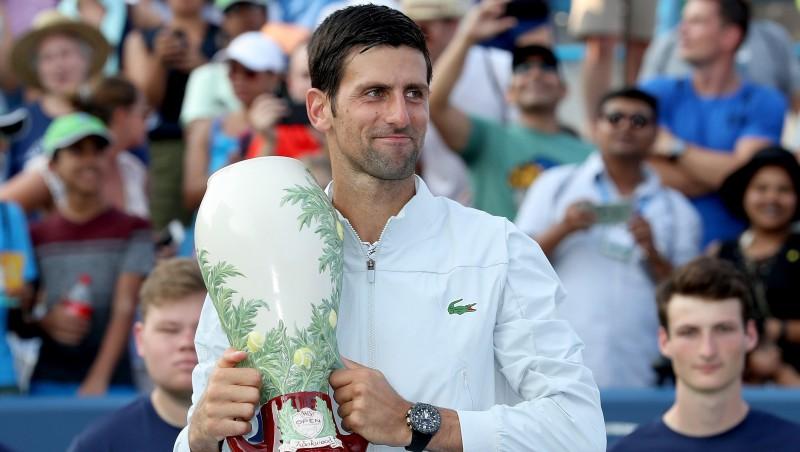 """Džokovičs ar uzvaru pār Federeru pirmoreiz triumfē Sinsinati un iegūst """"Zelta Masters"""""""