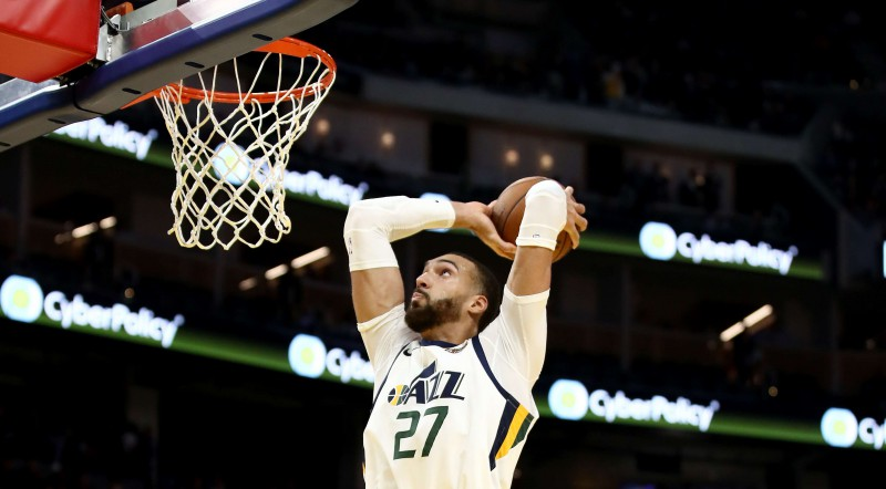 """NBA pirmssezona: Gobēram 19+19 pret """"Pelicans""""; """"76ers"""" uzvar """"Nets"""""""