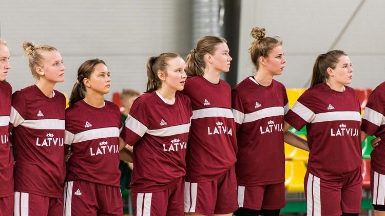 U16 meitenes sadursmē zaudē divas spēlētājas un sagrauj Igauniju
