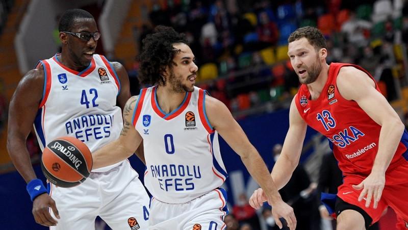 """Strēlnieks un CSKA sarūpē """"Anadolu Efes"""" lielāko sagrāvi Atamana ērā"""