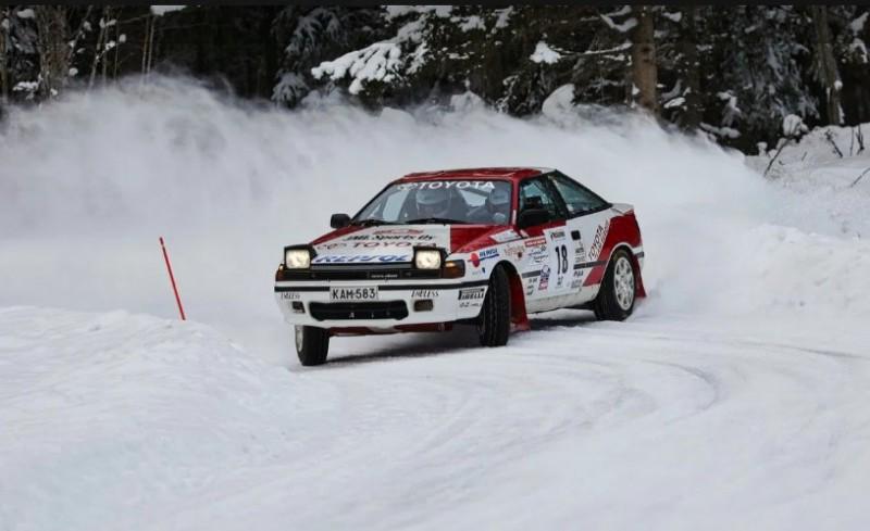 ''Toyota'' rallija komandas boss ar vēsturisko ''Toyota Celica GT-4'' auto uzvar Somijas rallijā