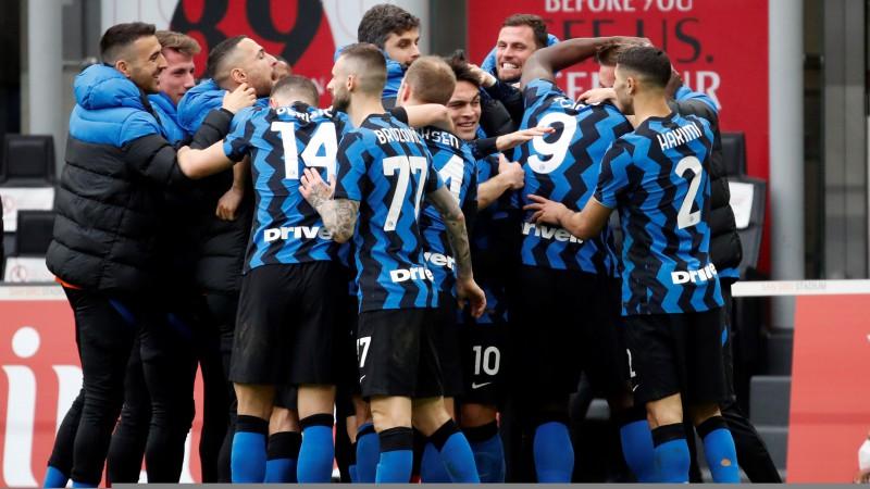 """""""Inter"""" uzvar Milānas derbijā un nostiprinās līderpozīcijā, """"Atalanta"""" pakāpjas par trim vietām"""